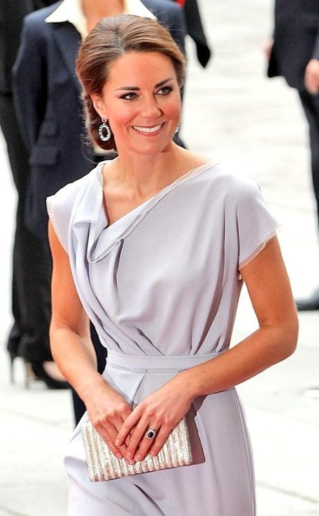 Kate Middleton simply stuns while attending a reception at the Royal Academy of Arts in London.