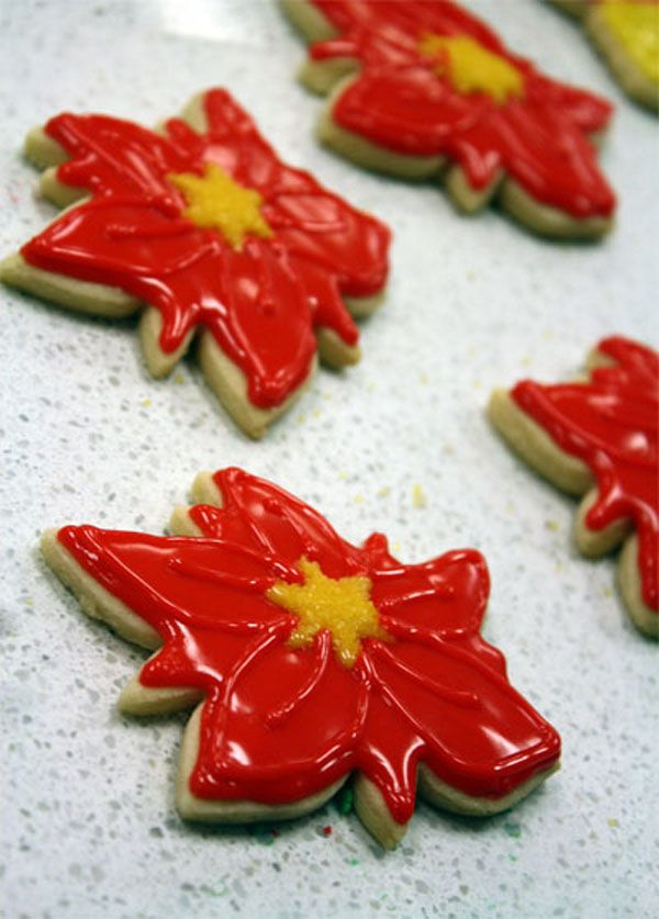 Holiday Party Decorating with Poinsettias www.partysuppliesnow.com.au
