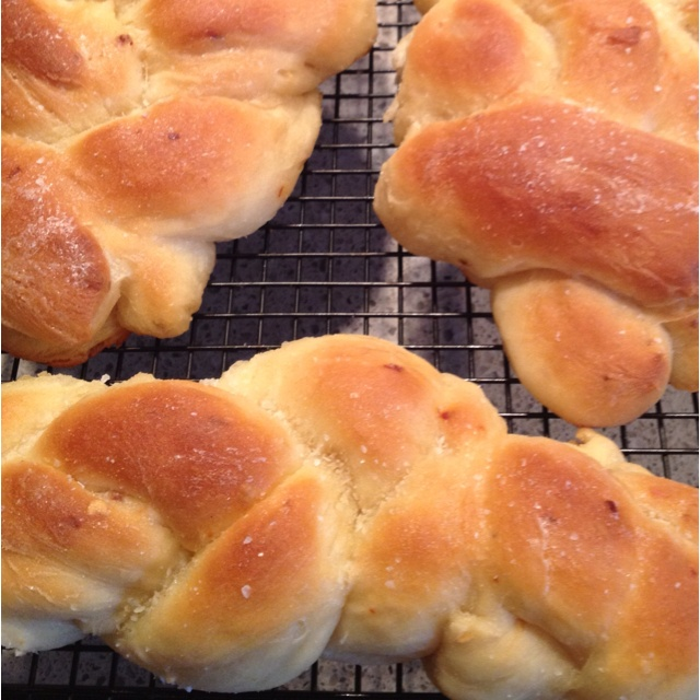Fresh baked bread with olive oil, sea salt, garlic, and red pepper ...