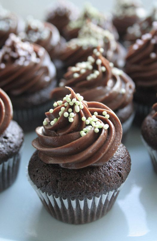 Cake Journal's Chocolate buttercream frosting. Check out Bake it ...