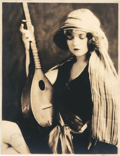 How cool is this? Early Clara Bow portrait by famed Ziegfeld Follies photographer, Alfred Cheney Johnston. She's got the ol' mandolin and everything. I love it!