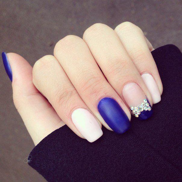 Ногти к синему платью