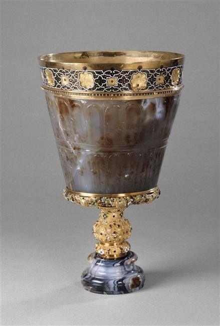 Vase en sardoine (Art byzantin Xe - XIe siècle) , entré dans la collection de Louis XIV après avoir été une des pièces les plus chères de la collection du cardinal Mazarin – monture attribuée à Richard Toutain le jeune, Paris, vers 1570 - Paris, Musée du Louvre