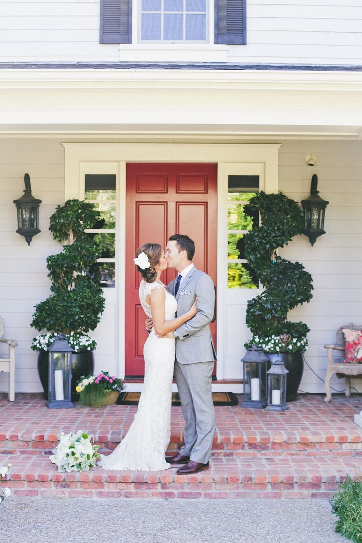 Classic Backyard Wedding from onelove photography  Read more - http://www.stylemepretty.com/2013/10/03/classic-backyard-wedding-from-onelove-photography/