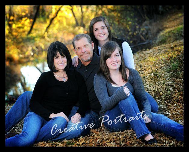 Outdoor family portrait posing ideas family portraits for Family of four photo ideas