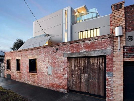 Modern home in a fire station stable // Melbourne, Australia