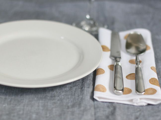 DIY Handmade Holiday Napkins.. These will look great on my table!