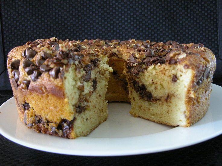 cake with layers of chocolate chips, pecans and brown sugar streusel ...