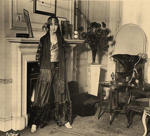 Flapper 1920s the roaring twenties pinterest for Living room 1920 s
