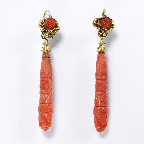 Резные коралловые серьги, сделанные в Италии около 1830 года.
