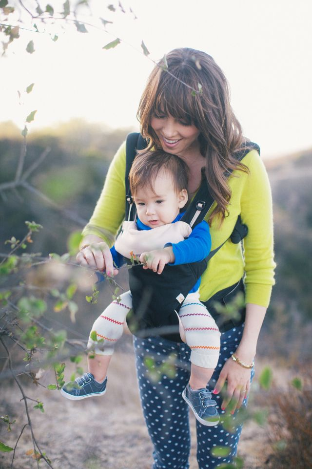 {New Baby Gear!} @Ergobaby launches its latest carrier, the Four Position 360, which now allows front-outward facing baby. #babygear