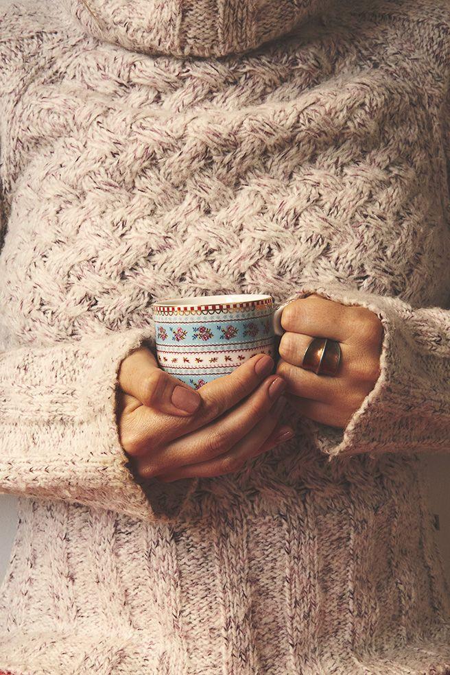 Boas vindas ao mês de junho, quando o inverno chega de mansinho e procuramos por conforto em uma xícara de bebida quente e uma malha grossa.