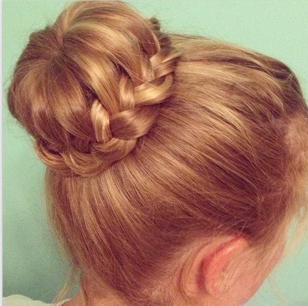 Пучок из волос с плетением видео