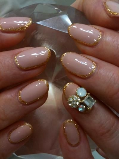 Nude Nails Outlined with Gold Glitter