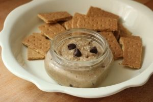 New Nostalgia – Healthy Chocolate Chip Cookie Dough Dip