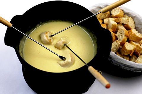 Beer and cheese fondue with sourdough hunks!