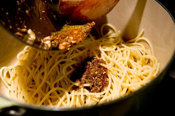 Midnight Pasta With Garlic, Anchovy, Capers and Red Pepper - Recipes ...