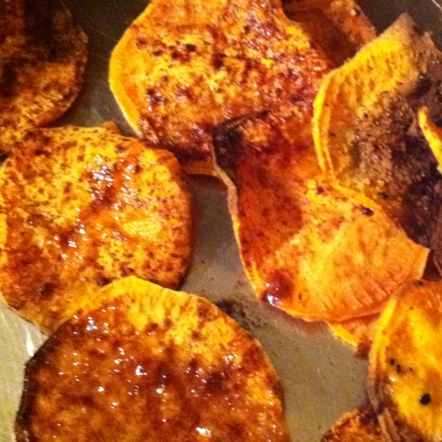 baked sweet potato chips (half with cinnamon, the other half with sea ...