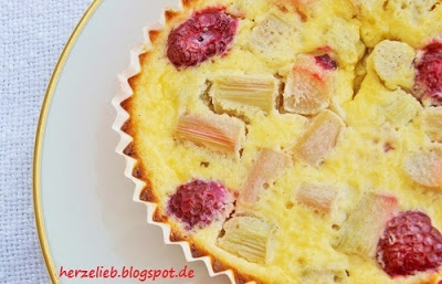 Rhubarb Tartelettes with creamy topping. You´ll love it!! Rhabarber ...
