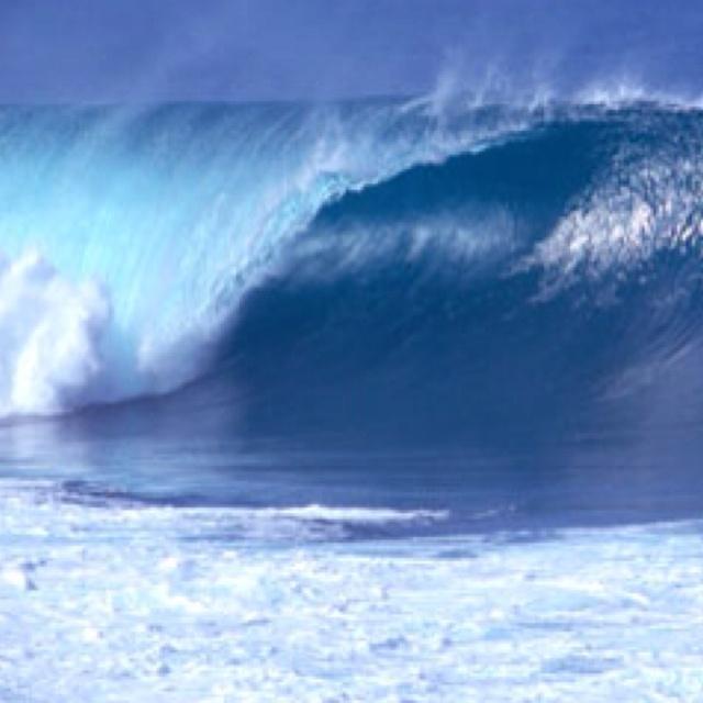 In the waves of the Pacific Ocean   Ocean Waves   Pinterest Pacific Ocean Waves