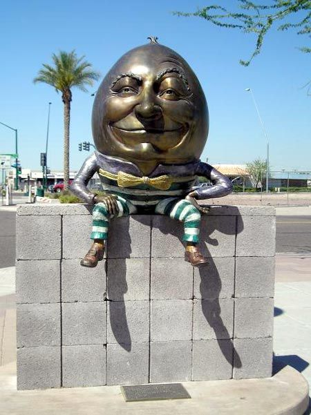 Humpty Dumpty statue in Mesa, Arizona