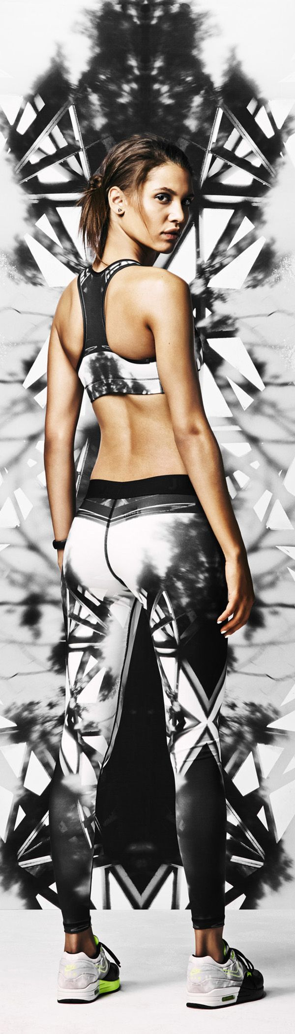 Tights with a balance of sport and style. Power your gym look with patterns inspired by the streets of Sao Paulo. #nike