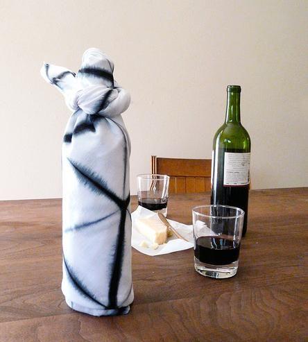 Botella envuelta en furoshiki