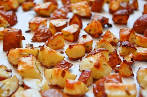 Garlic-Rosemary Roasted Potatoes | yummy....potatoes | Pinterest