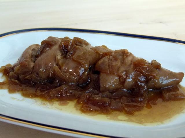 Calamares rellenos en salsa de cebolla pescados y - Salsa para calamares rellenos ...