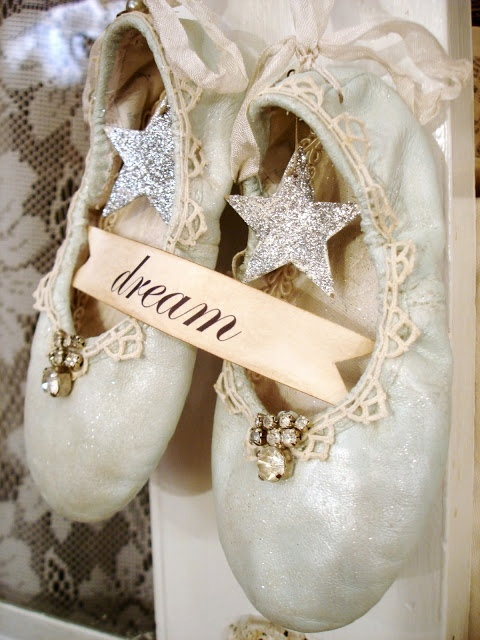 Old pointe shoe crafts for kids for Ballet shoes decoration
