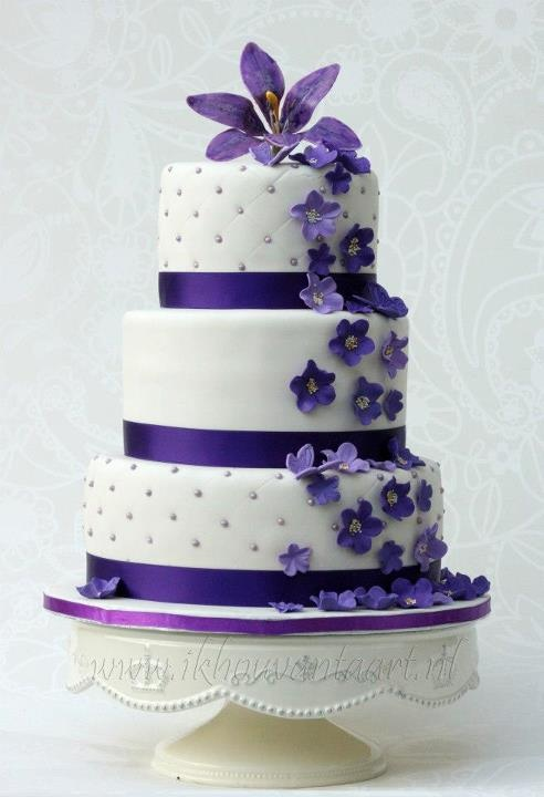 Amazing Purple Flower Wedding Cake