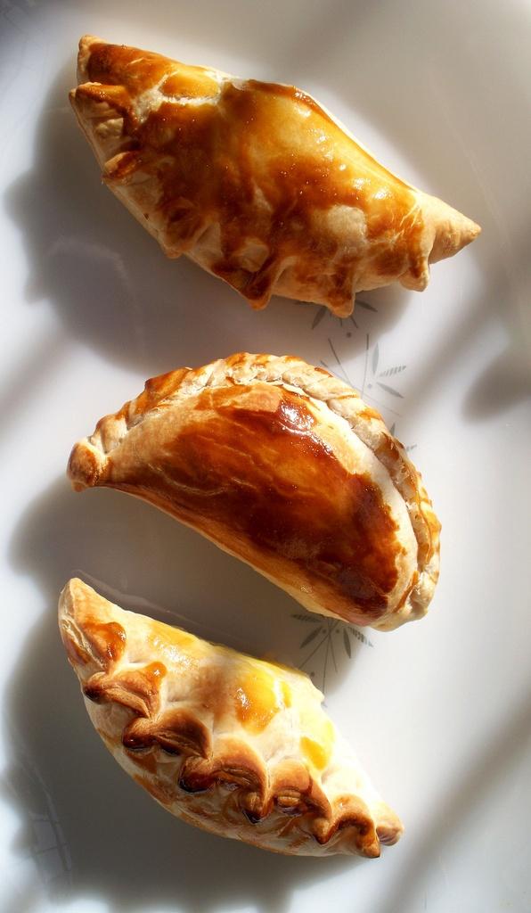 Empanadas de humita (Empanadas with a creamy corn filling)