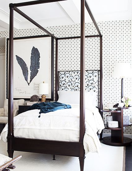 5 Bedroom Decor Rules That Are Meant To Be Broken// canopy bed, mismatched lamps