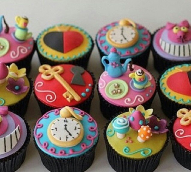 Alice in wonderland cupcakes    Easy Alice In Wonderland Cupcakes