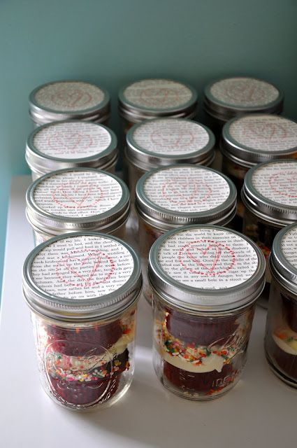 party favor: red velvet cupcake in a jar | baby shower | Pinterest