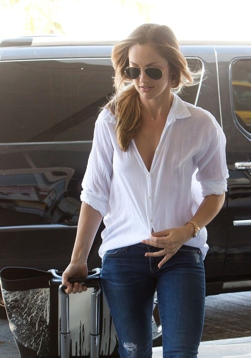 Never underestimate the oomph in the simplicity of jeans and a white shirt... The aviators set it off perfect