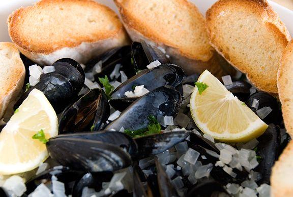 Easy mussels in white wine sauce | Snacks | Pinterest