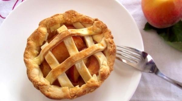 Mini Peach Pie - | Obsessed | Pinterest