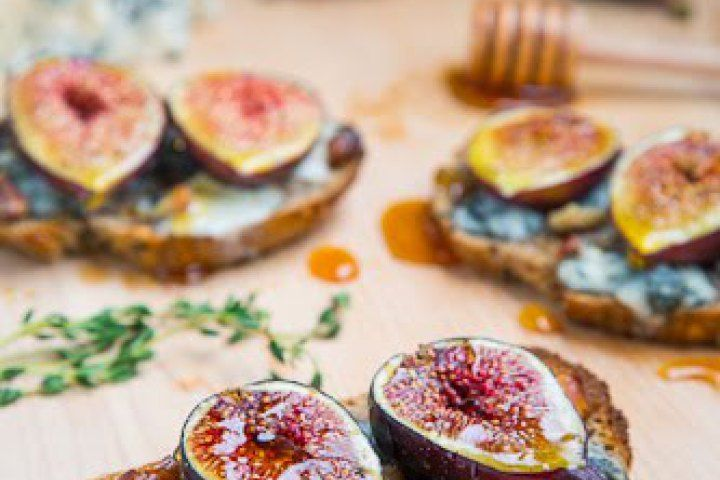 fried sage recipes walnut gorgonzola crostini with crumble fried sage ...