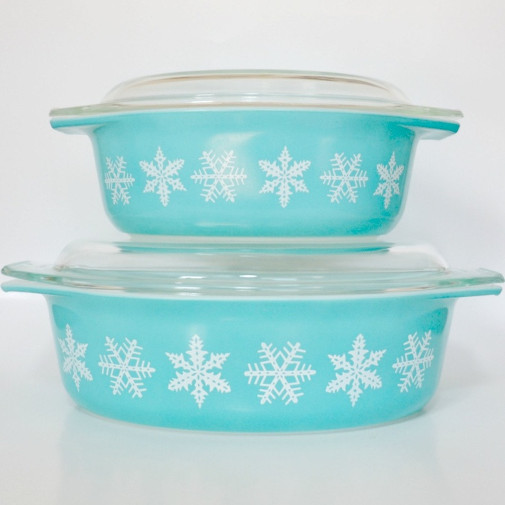 vintage pyrex blue turquoise snowflake casserole dishes with lids. Black Bedroom Furniture Sets. Home Design Ideas