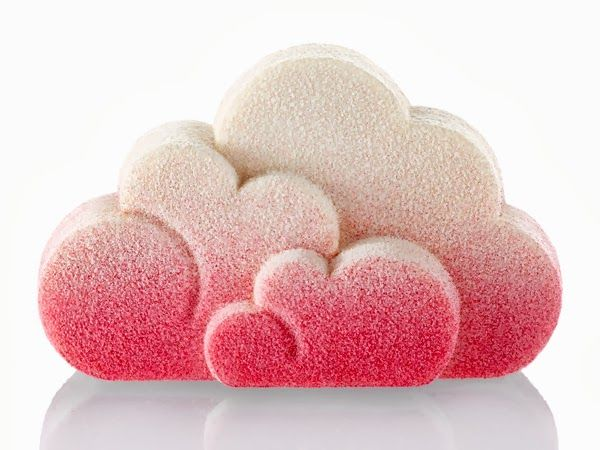 Häagen-Dazshas just released its new Christmas dessert, a collaboration with Swedish designers Front. Two soft and playful clouds, sprinkle...