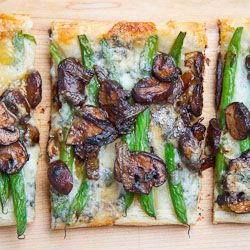 ... mushroom bell pepper and green onion pizza green bean and fried onion