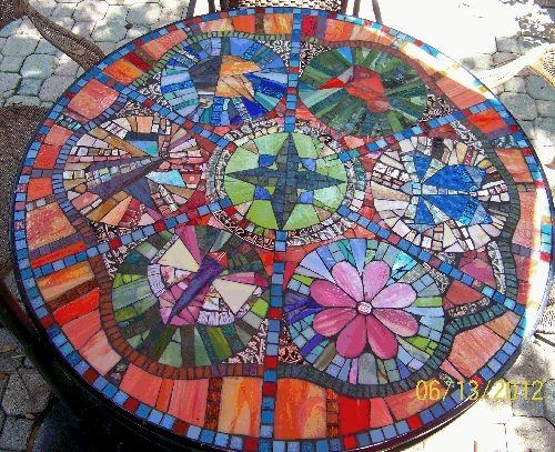 Nice table mosaic ideas pinterest for Garden mosaics designs