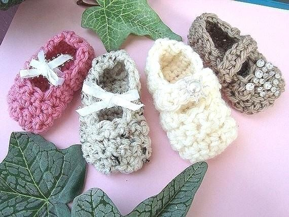Baby Booties Dresses Christening Gown Crochet Patterns : Crochet Pattern baby Booties num 163, supplies Very easy ...