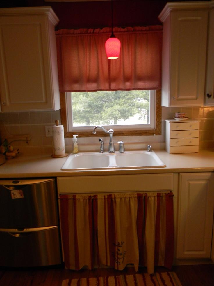 Skirted Sink Kitchen : Kitchens