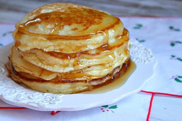 Eggnog Pancakes - special and perfect for the holidays. I found them ...