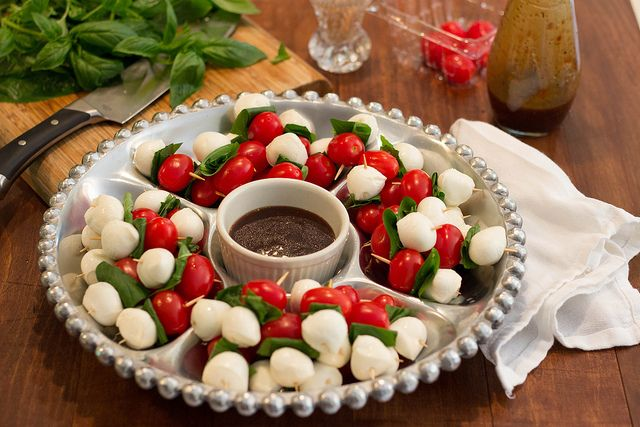 Need a fast but impressive appetizer? Here you go! Caprese salad bites ...