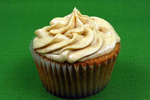 Cinnamon Cupcakes with Pumpkin Icing | MAUVE Eats | Pinterest