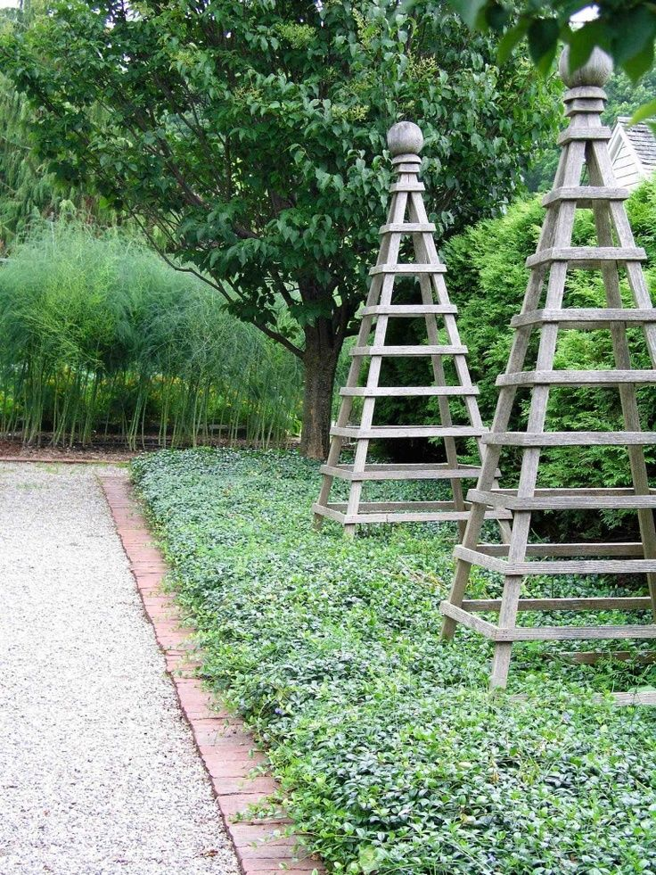 Rankhilfen aus teak g rten pinterest for Garden obelisk designs