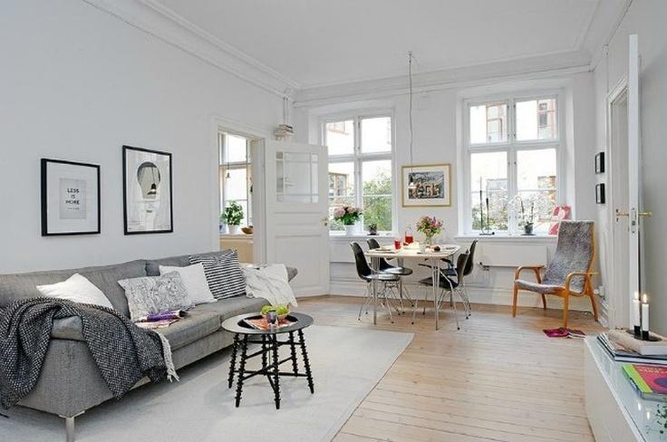 Un precioso sal n con un sof gris como protagonista for Nordic style arredamento